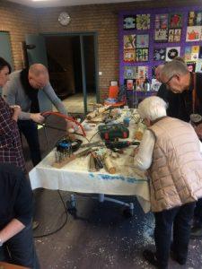Vogelvoederhuisjes maken (2)
