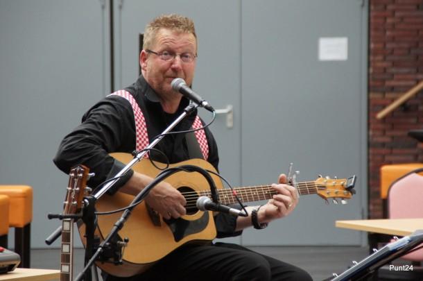 Troubadour Tonny Wijnands treed op in de Cirkel